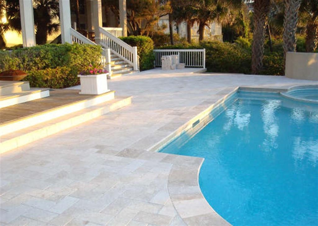 Comment poser des margelles autour de la piscine