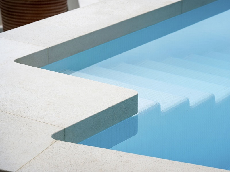Margelle piscine en pierre reconstituée