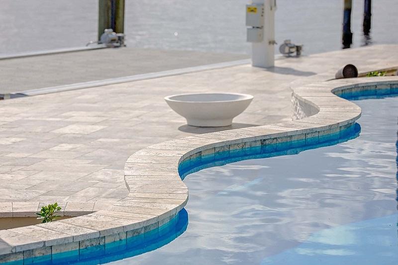 Margelle piscine en pierre naturelle