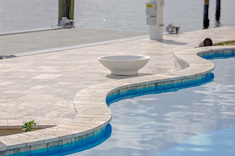 Terrasse piscine et margelle de piscine