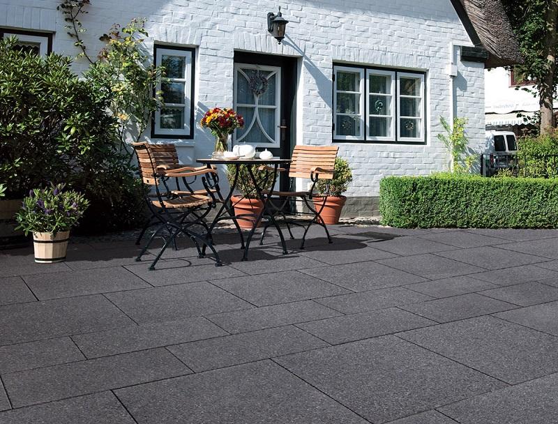 sol de la terrasse en granit noir