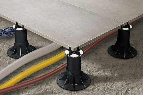 Plots réglables pour couvrir les tuyaux et cables électriques