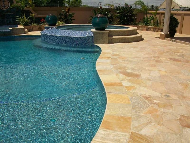 sols en quartzite autour piscine