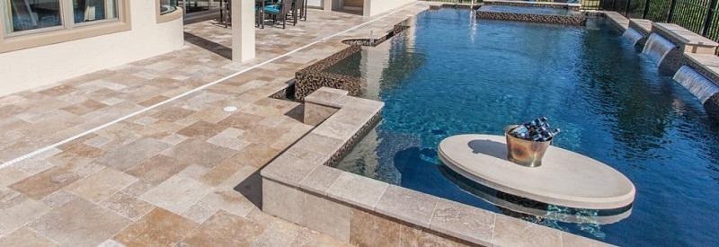 terrasse piscine réalisé en travertin opus 1er choix